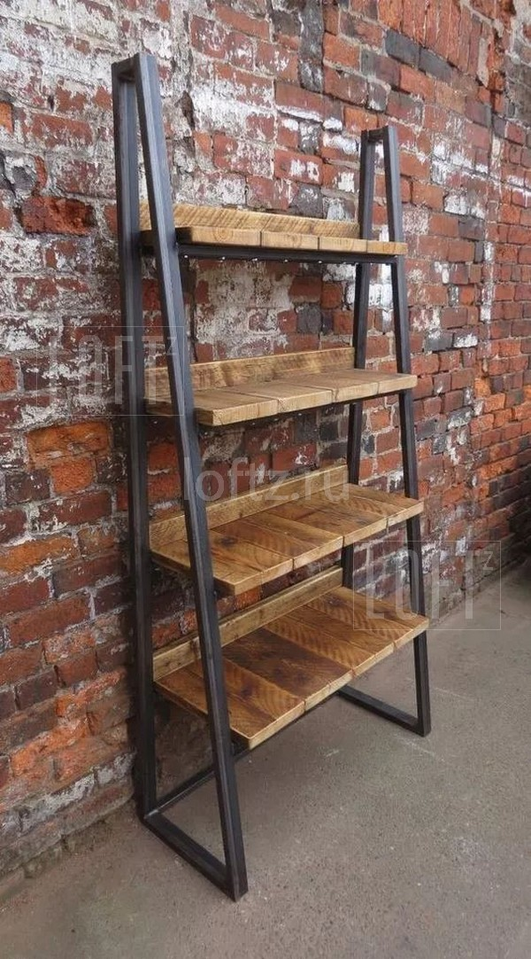 Стеллаж лофт из металла и деревянных полок