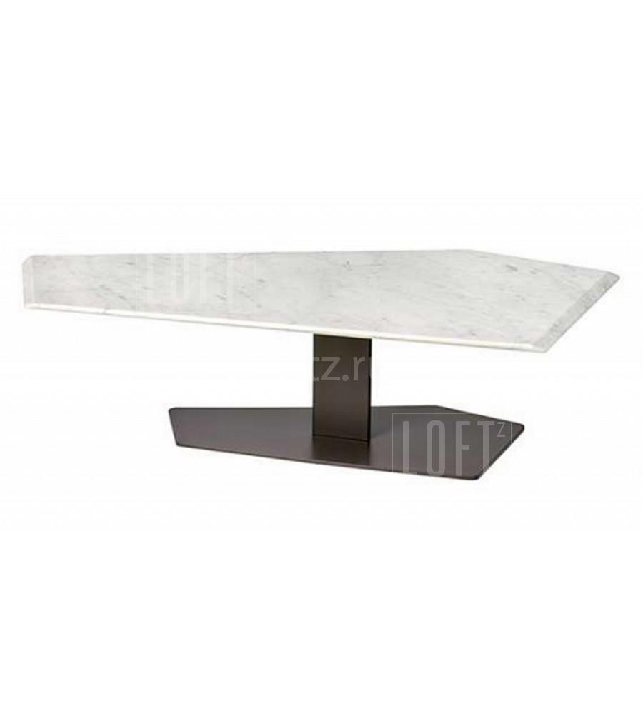 Массивный журнальный столик с плоской опорой